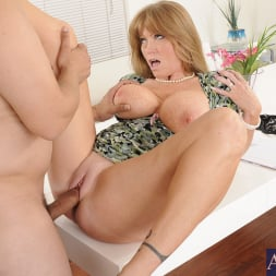 Darla Crane in 'Naughty America' and Anthony Rosano in My Friends Hot Mom (Thumbnail 5)