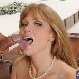 Darla Crane in 'Naughty America' and Anthony Rosano in My Friends Hot Mom (Thumbnail 11)