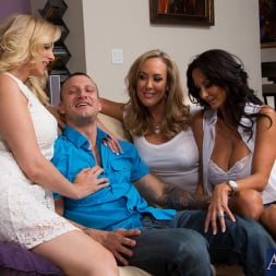 Ava Addams in 'Naughty America' My Friends Hot Mom (Thumbnail 1)