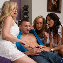 Ava Addams in 'Naughty America' My Friends Hot Mom (Thumbnail 2)