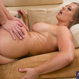 Holly Heart in 'Naughty America' and Seth Gamble in My Friends Hot Mom (Thumbnail 8)