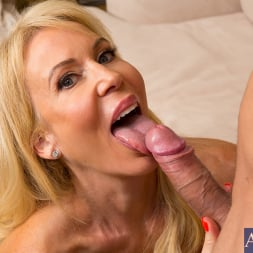 Erica Lauren in 'Naughty America' and Mr. Pete in Seduced by a cougar (Thumbnail 4)