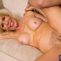 Erica Lauren in 'Naughty America' and Mr. Pete in Seduced by a cougar (Thumbnail 8)