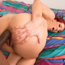 Kelly Divine in 'Naughty America' and Jon Jon in My Dad's Hot Girlfriend (Thumbnail 15)