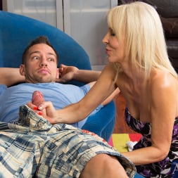 Erica Lauren in 'Naughty America' and Johnny Castle in My Friends Hot Mom (Thumbnail 4)