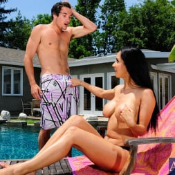 Isis Love in 'Naughty America' and Tyler Nixon in My Friends Hot Mom (Thumbnail 4)
