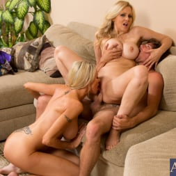 Emma Starr in 'Naughty America' Emma Starr, Julia Ann and Tyler Nixon in Seduced by a cougar (Thumbnail 8)