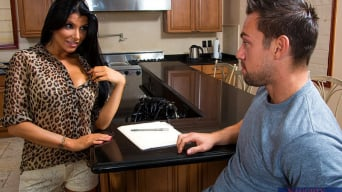 Romi Rain en 'and Johnny Castle in I Have a Wife'