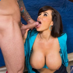 Lisa Ann in 'Naughty America' and Mr. Pete in My Dad's Hot Girlfriend (Thumbnail 4)