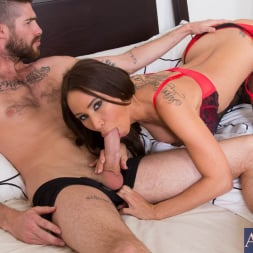 Sandee Westgate in 'Naughty America' and Jared Grey in My Dad's Hot Girlfriend (Thumbnail 4)