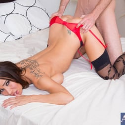 Sandee Westgate in 'Naughty America' and Jared Grey in My Dad's Hot Girlfriend (Thumbnail 9)