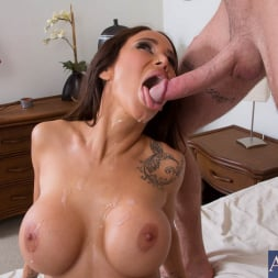 Sandee Westgate in 'Naughty America' and Jared Grey in My Dad's Hot Girlfriend (Thumbnail 11)