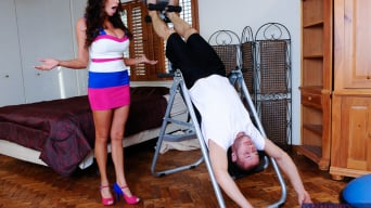 Ariella Ferrera en 'and Danny Mountain in My Wife's Hot Friend'