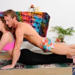 Brooke Wylde in 'Naughty America' and Ryan Mclane in My Girlfriend's Busty Friend (Thumbnail 3)