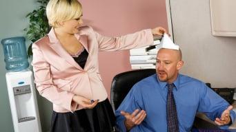 Kagney Linn Karter en 'and Will Powers in Naughty Office'