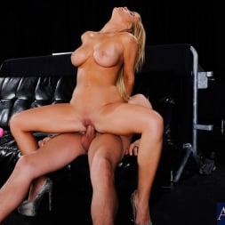 Tasha Reign in 'Naughty America' in My Friend's Hot Girl (Thumbnail 8)