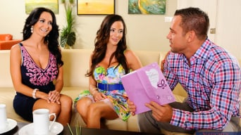 Ariella Ferrera en 'Ariella Ferrera, Ava Addams in My Friends Hot Mom'