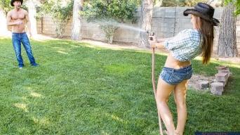 Dani Daniels に 'in Naughty Country Girls'