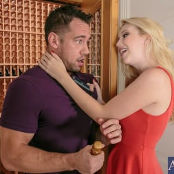 Samantha Rone in 'Naughty America' in I Have a Wife (Thumbnail 1)