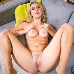 Natalia Starr in 'Naughty America' in Housewife 1 on 1 (Thumbnail 12)