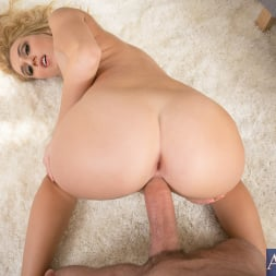 Natalia Starr in 'Naughty America' in Housewife 1 on 1 (Thumbnail 14)