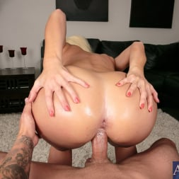 Addison Avery in 'Naughty America' in Housewife 1 on 1 (Thumbnail 15)