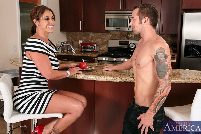 Naughty America 'in My Friends Hot Mom' starring Eva Notty (Photo 1)