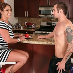 Eva Notty in 'Naughty America' in My Friends Hot Mom (Thumbnail 1)