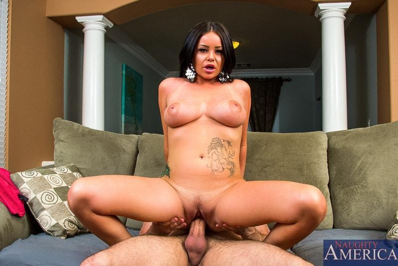 Naughty America 'in My Dad's Hot Girlfriend' starring Rachele Richey (Photo 5)