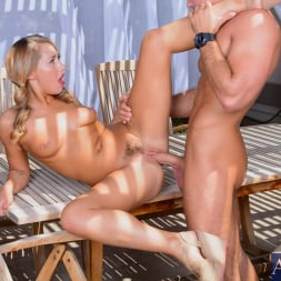 Carter Cruise in 'Naughty America' in My Friend's Hot Girl (Thumbnail 7)