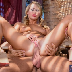 Carter Cruise in 'Naughty America' in My Friend's Hot Girl (Thumbnail 9)