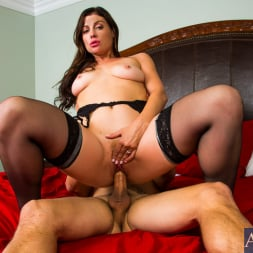 Sovereign Syre in 'Naughty America' in Dirty Wives Club (Thumbnail 7)