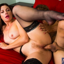 Sovereign Syre in 'Naughty America' in Dirty Wives Club (Thumbnail 8)