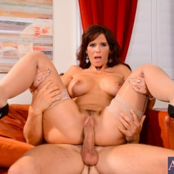 Syren De Mer in 'Naughty America' in My Friends Hot Mom (Thumbnail 15)
