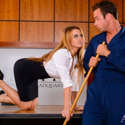 Corinne Blake Dans 'Naughty America' in Naughty Office (Vignette 2)
