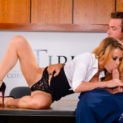 Corinne Blake Dans 'Naughty America' in Naughty Office (Vignette 3)