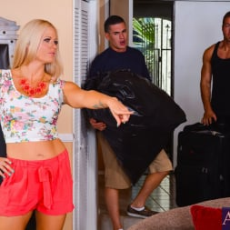 Holly Heart in 'Naughty America' in My Friends Hot Mom (Thumbnail 1)