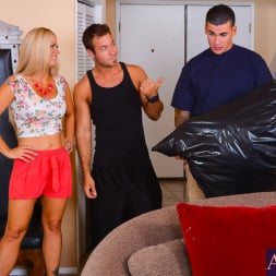 Holly Heart in 'Naughty America' in My Friends Hot Mom (Thumbnail 2)