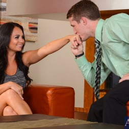 Holly West in 'Naughty America' in My Dad's Hot Girlfriend (Thumbnail 1)
