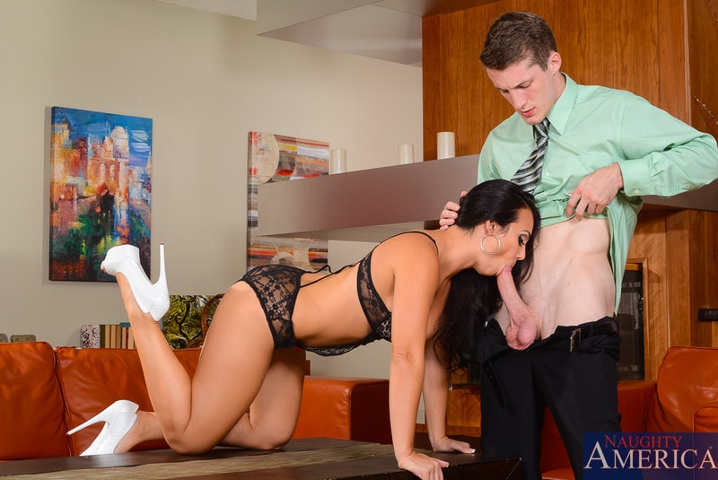 Naughty America 'in My Dad's Hot Girlfriend' starring Holly West (Photo 3)