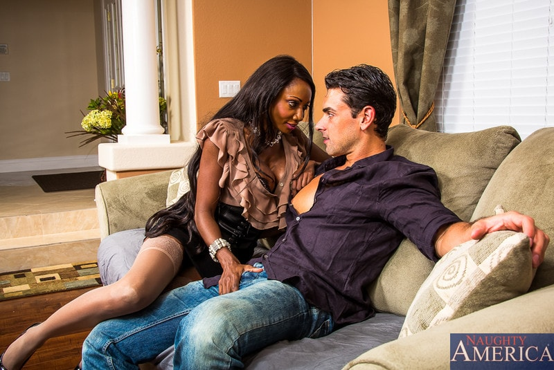 Naughty America 'in Seduced by a cougar' starring Diamond Jackson (Photo 1)