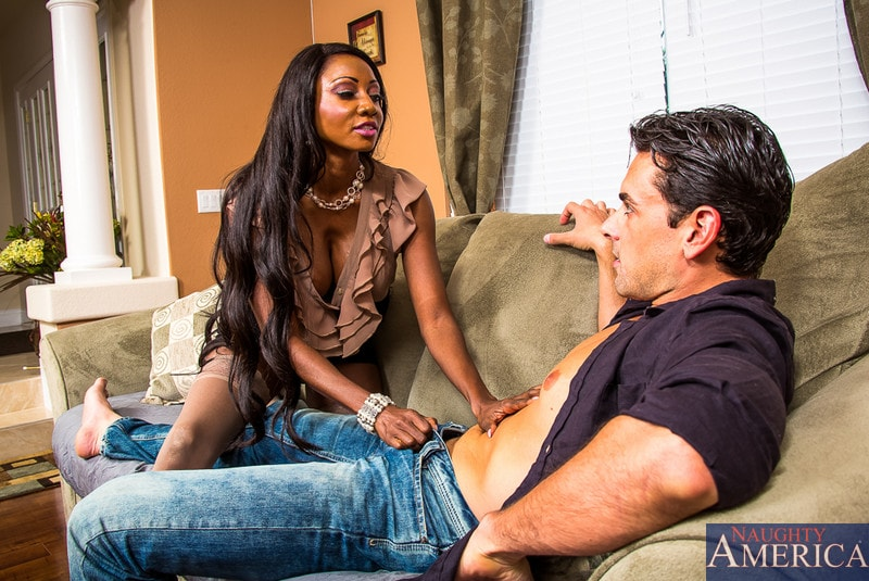 Naughty America 'in Seduced by a cougar' starring Diamond Jackson (Photo 2)