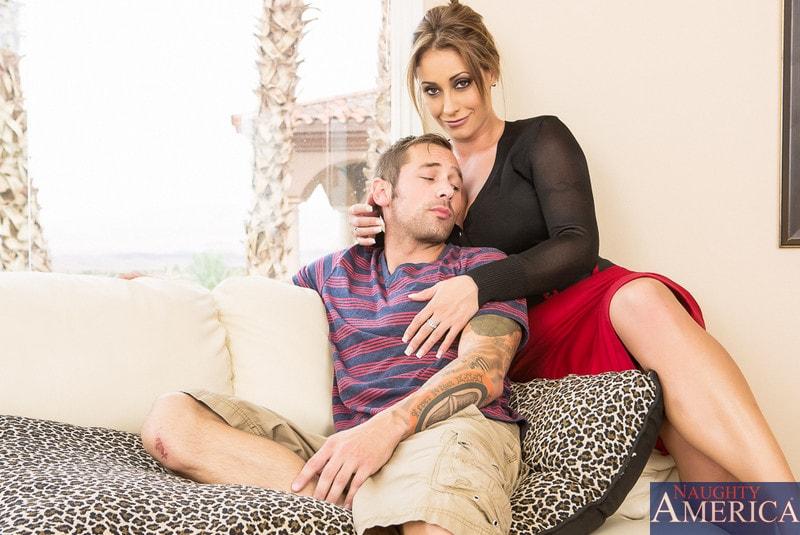 Naughty America 'in My Dad's Hot Girlfriend' starring Eva Notty (Photo 1)