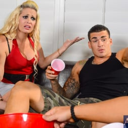 Mikki Lynn in 'Naughty America'  in My Friends Hot Mom (Thumbnail 2)
