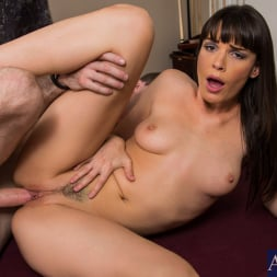 Dana DeArmond in 'Naughty America' in I Have a Wife (Thumbnail 10)
