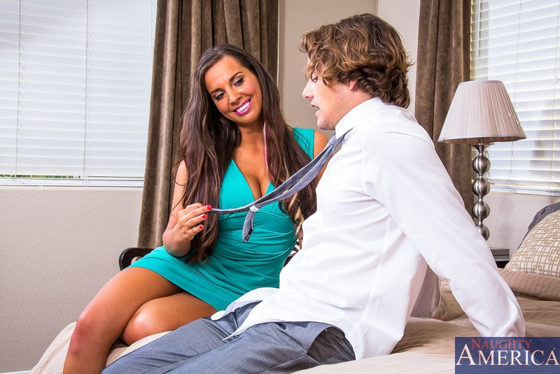 Naughty America ' in My Dad's Hot Girlfriend' starring Sydney Leathers (Photo 2)