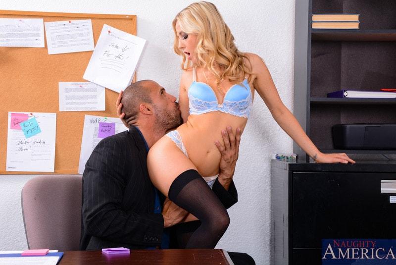 Naughty America 'in Naughty Office' starring Karla Kush (Photo 2)