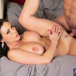 Kendra Lust in 'Naughty America' in My Friends Hot Mom (Thumbnail 4)
