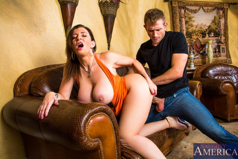 Naughty America 'in Seduced by a cougar' starring Sara Jay (Photo 4)