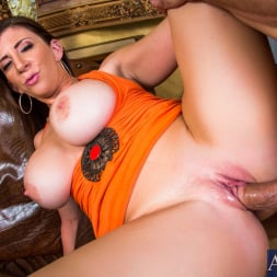 Sara Jay in 'Naughty America' in Seduced by a cougar (Thumbnail 15)